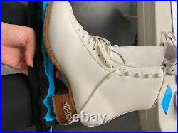 Figure skates sp teri boots ladies size 6B (fits blade size 9.25) worn once