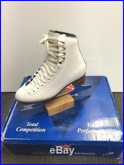 NEW Riedell 133 Ladies Figure Skates with Quest Onyx Blade