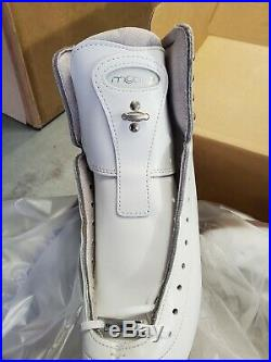 New in Box Riedell Motion 255 with Cosmos Blade Figure Skates, Size 5.5 Medium