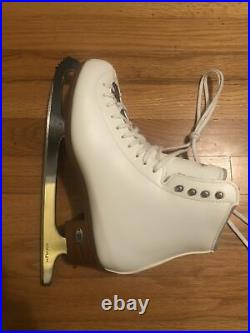 Riedell Womens Figure Skates (Traditional Series) Size 8.5 W Quest Blades